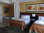 グランドワイキキアン客室ベッドルーム1.JPG
