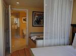 グランドワイキキアン客室ベッドルーム3.JPG
