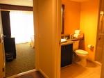 グランドワイキキアン602号室バスルーム1-1.JPG