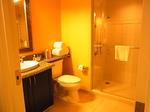 グランドワイキキアン602号室バスルーム1-2.JPG