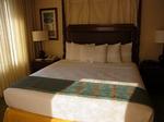グランドワイキキアン602号室ベッドルーム2-2.JPG