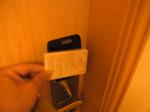サントスホテル(三徳大飯店)客室ドアカードキー開け方.JPG