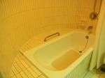 サントスホテル(三徳大飯店)客室内バスタブ.JPG