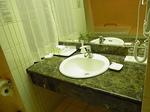 サントスホテル(三徳大飯店)客室内洗面台.JPG