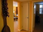 ヒルトンラグーンタワーL1568号室リビング入口.JPG