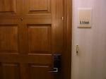 ヒルトンラグーンタワーL1568号室入口ドア.JPG