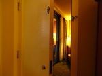 ラグーンタワー2ベッドルームプラスベッドルーム2の二重扉内部.JPG