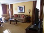 ラグーンタワー・オーシャンフロント2ベッドルームプレミア467号室リビング2.JPG