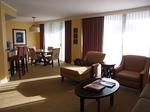 ラグーンタワー・オーシャンフロント2ベッドルームプレミア467号室リビング3.JPG