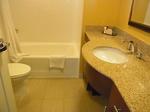 ラグーンタワー・オーシャンフロント467号室ベッドルーム1ドレッサー.JPG