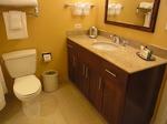 ラグーンタワーL467号室ベッドルーム2バスルーム.JPG