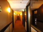 香港ラマダホテルカオルーン客室フロア1.JPG