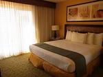 グランドワイキキアン602号室ベッドルーム1-1.JPG