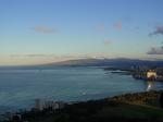 ダイヤモンドヘッド頂上付近から見たワイキキビーチ.JPG