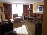 ラグーンタワー・オーシャンフロント2ベッドルームプレミア467号室リビング1.JPG