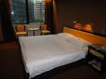 香港ラマダホテルカオルーン客室ベッドルーム2.JPG